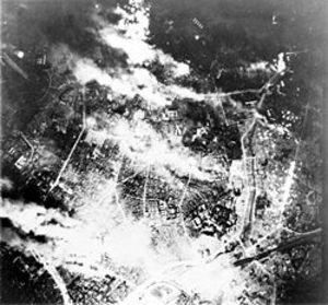 250pxfirebombing_of_tokyo1